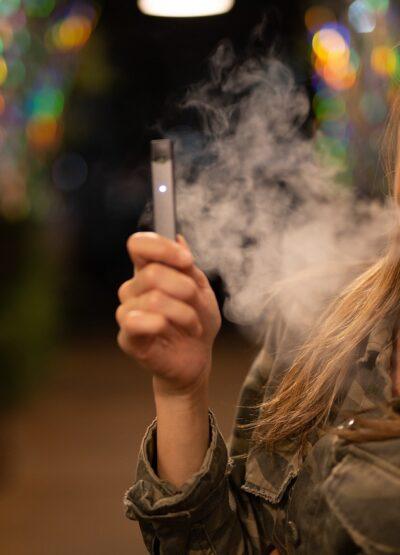 Vapoteuse : Le boom du marché de la cigarette electronique