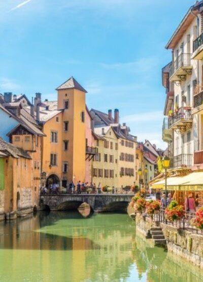 Comment fonctionnent la gestion Airbnb et la conciergerie à Annecy?