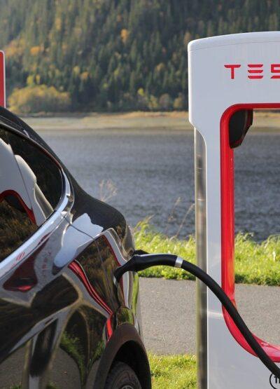 Musk affirme que Tesla serait fermée si les voitures étaient utilisées pour l'espionnage