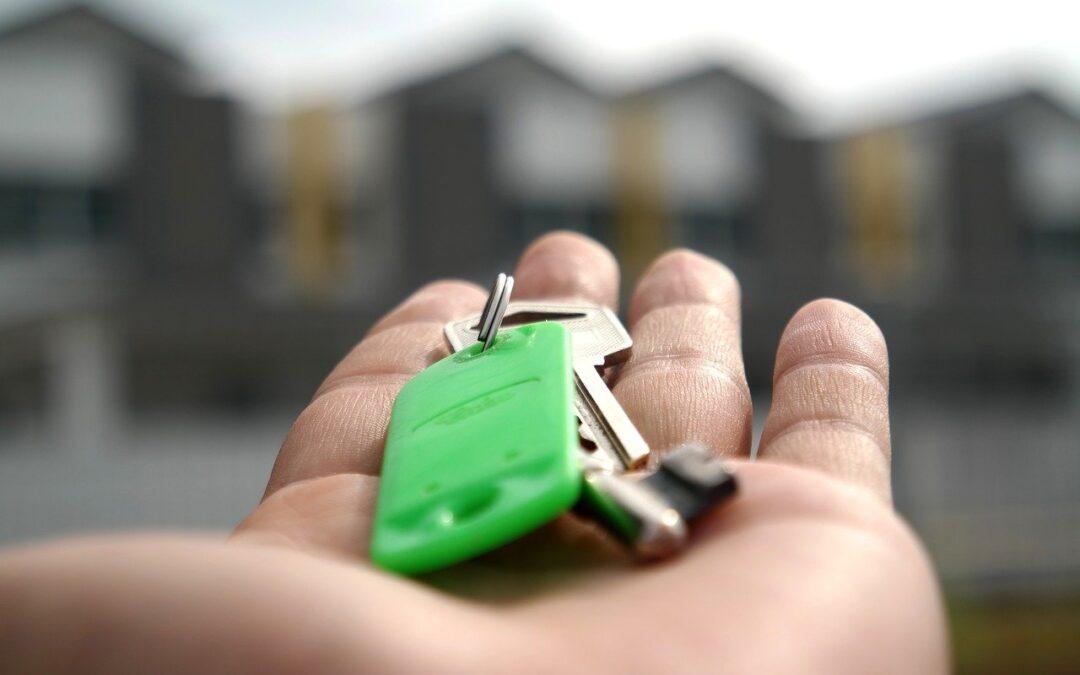 Acheter ou vendre un bien immobilier : Ai-je besoin d'un avocat ou d'un agent immobilier ?